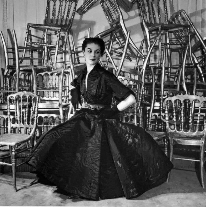 Predstavljamo vam knjigu JÉRÔME GAUTIER: Dior, koja omogućava uvid u raskošan opus visoke mode na francuski način večito modernog dizajna u modnoj kući Dior.