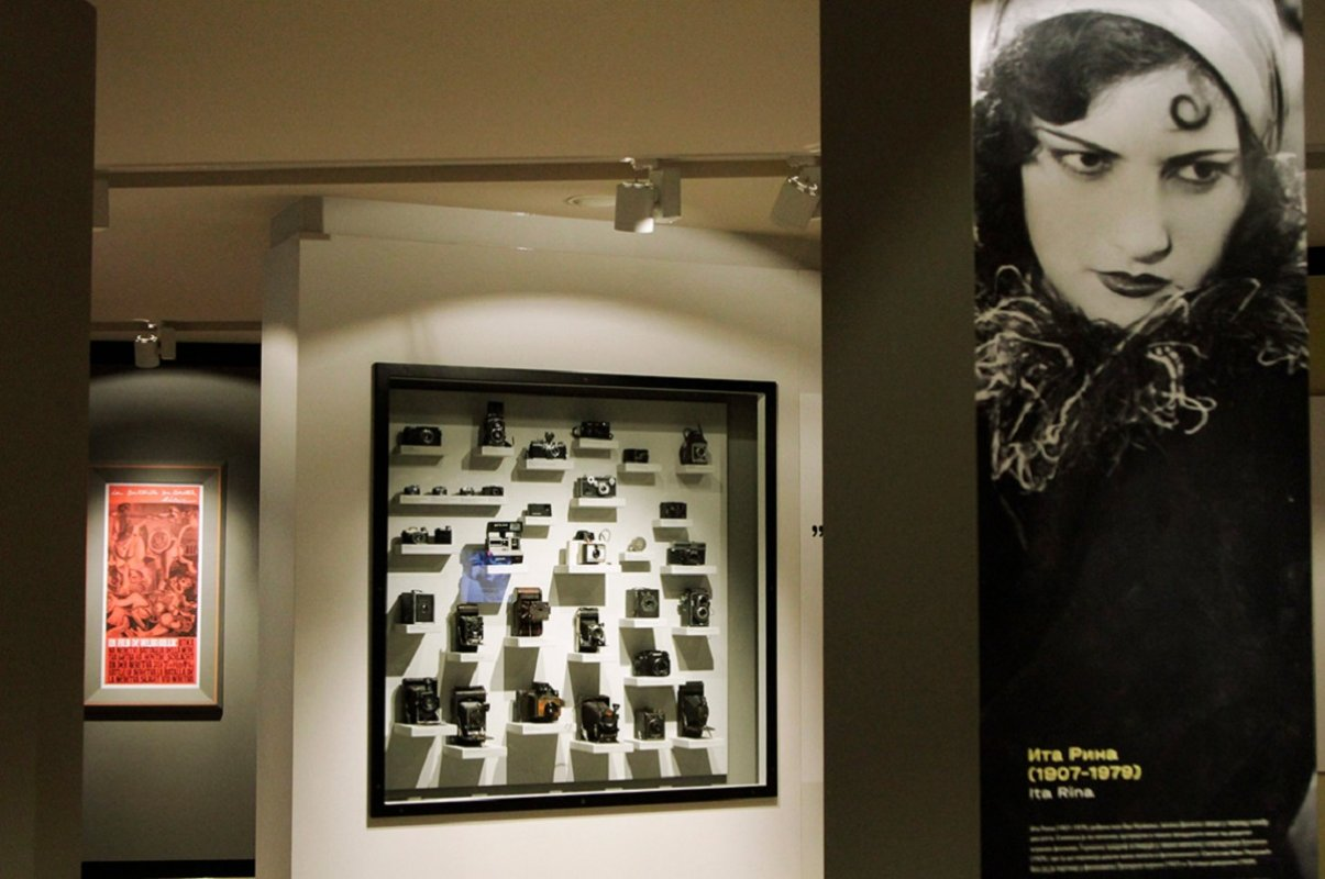 """Povodom 70 godina od osnivanja Jugoslovenska kinoteka je svečano otvorila novu stalnu postavku """"Naš muzej filma"""". Izložba obuhvata dragocene eksponate iz predistorije i istorije filma."""