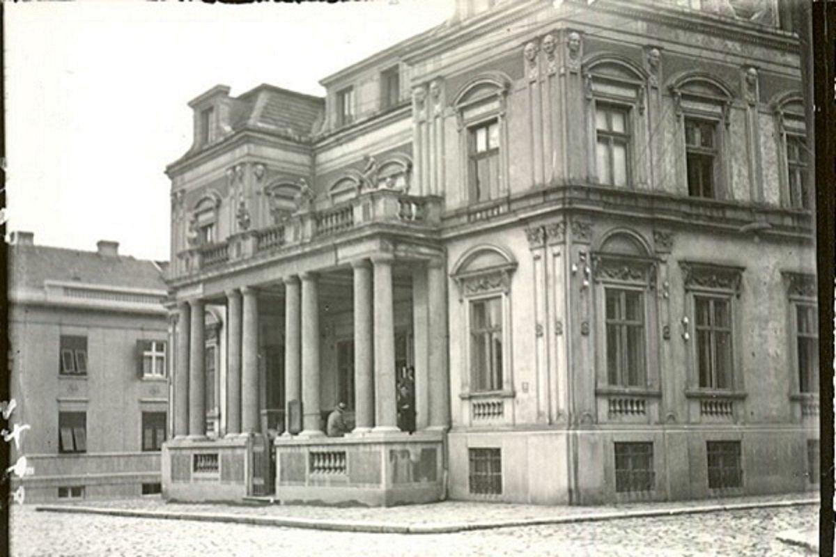 Svi inventari i katalozi, knjižni fond od 500.000 svezaka, celokupna prepiska značajnih ličnosti iz kulturne i političke istorije Srbije i Jugoslavije i još mnogo toga je zauvek izgubljeno.