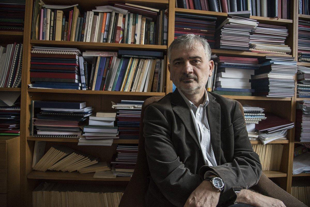 Zoran Paunović, profesor engleske književnosti, esejista i prevodilac: Knjigu danas može da objavi bukvalno ko god to poželi. Čudna je i dirljiva ta želja da se uprkos svemu (pa i nedostatku bilo kakvog dara) bude pisac.