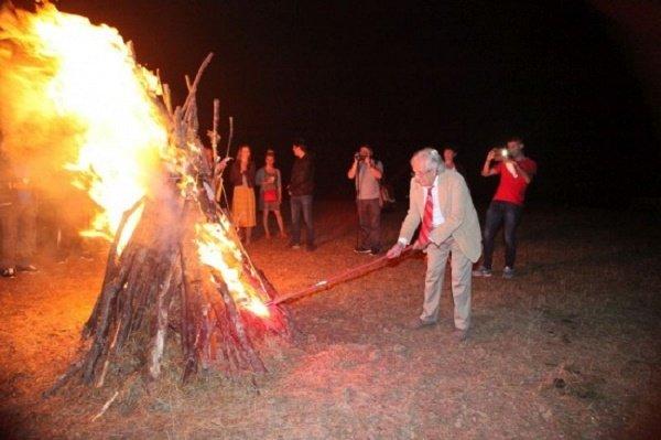 """Povelja """"Pesničkih vatri"""" Peri Zupcu"""