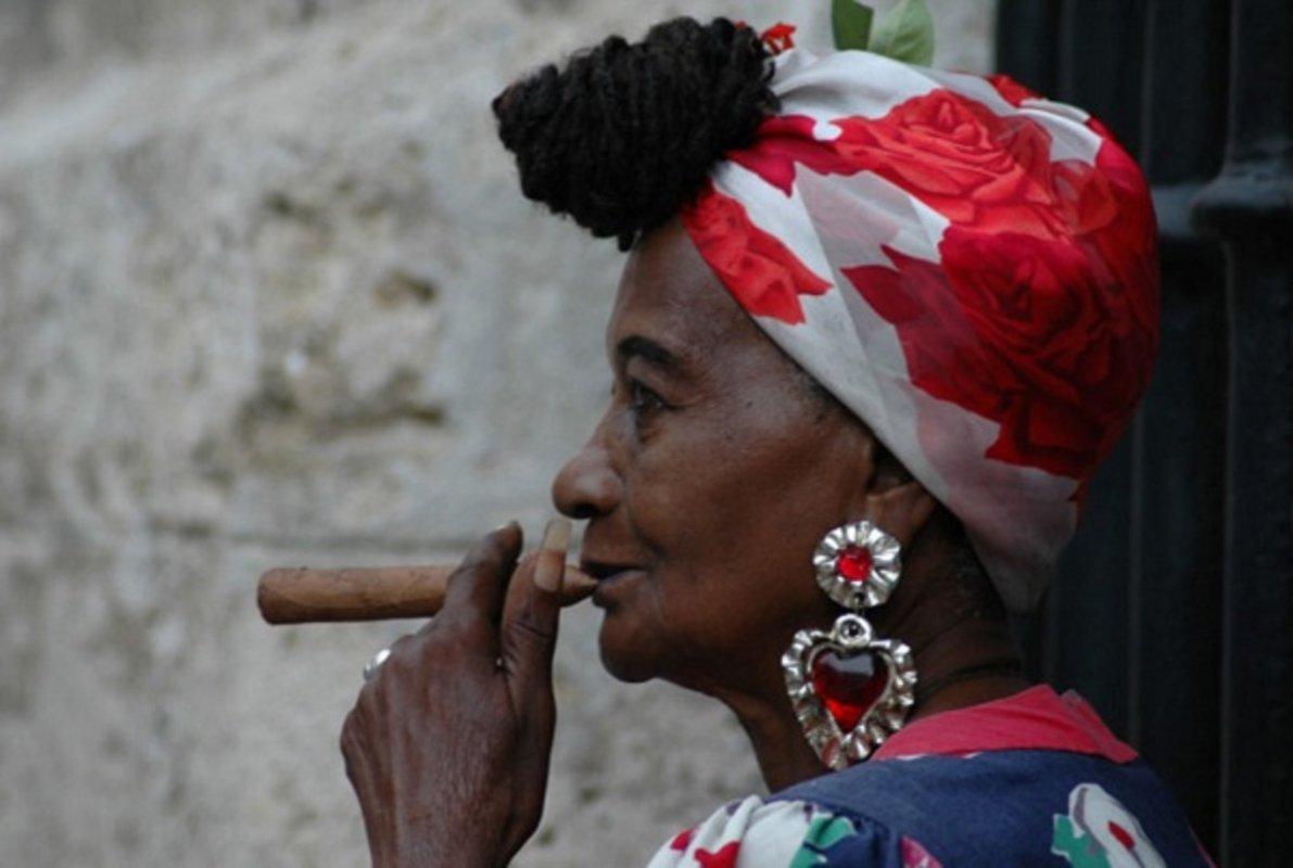 Komunizam, palme, salsa, cigare, oldtajmeri, kokteli, Hemingvej, majice sa likom Če Gevare… sve bi to bila Kuba za početnike, ali mi vam donosimo nešto više od upakovane turističe ponude.